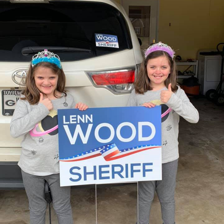 Show us your sign selfies - post to Facebook and use the #lennwoodforsheriff hashtag! Even the kids are supporting Lenn!